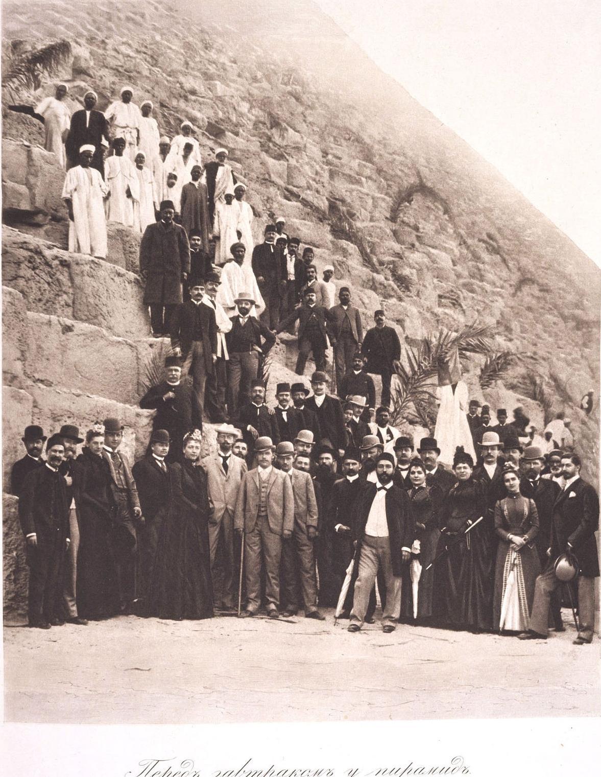 21. 1890. Египет. Цесаревич Николай Александрович со свитой перед завтраком у египетских пирамид.