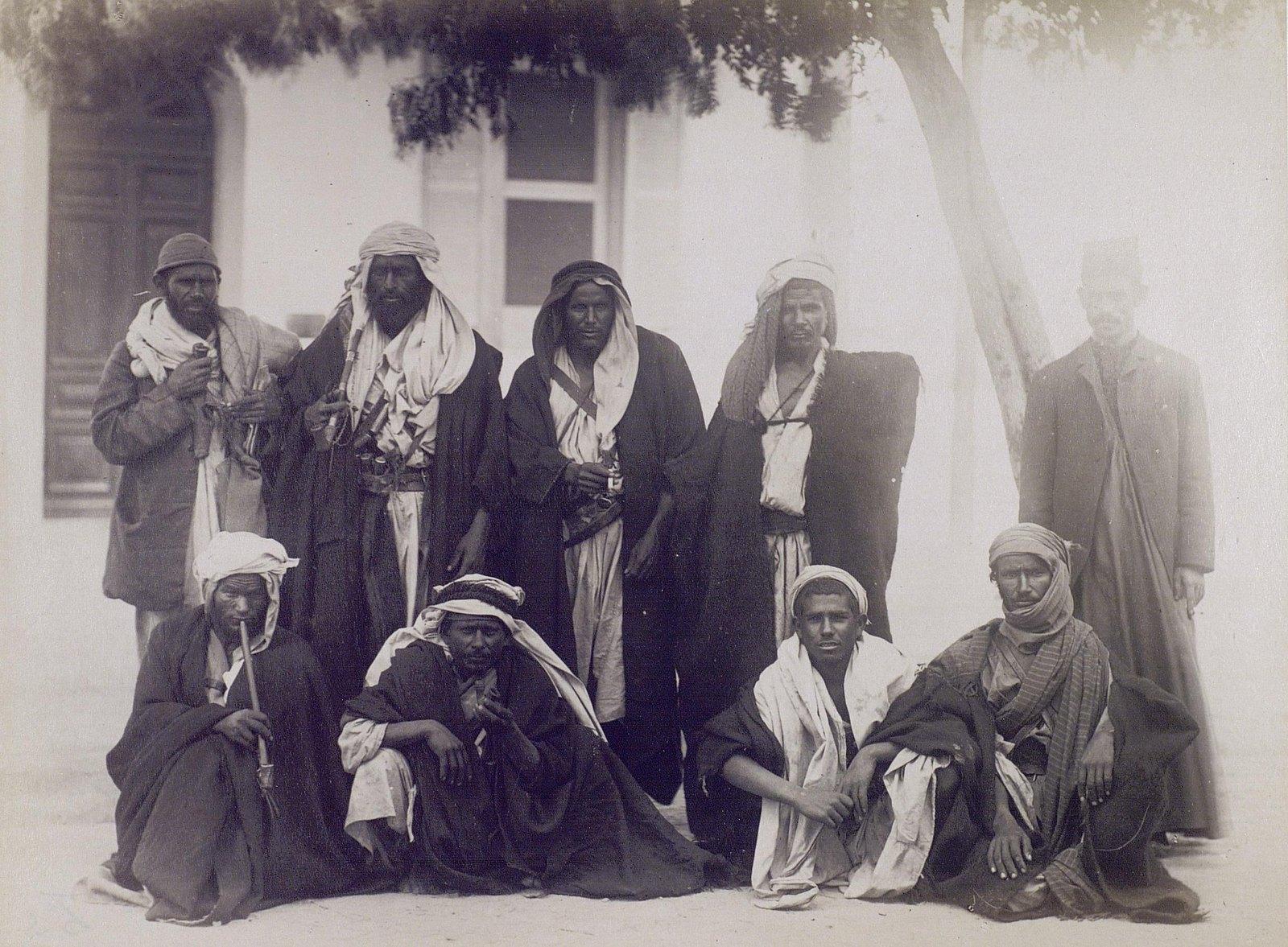 19. 1890. Египет. Группа бедуинов. Арабы-бедуины