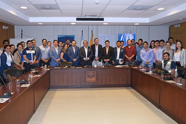 Presidente del directorio de CFN ofrece conferencia a miembros de AJE Ecuador