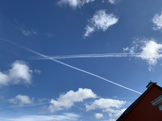 Having A Laugh - Chemtrails Over Ireland - WTF