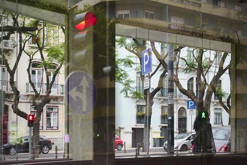 Empty store reflection #lisbon #portugal #street #sonyrx100 #t3mujinpack