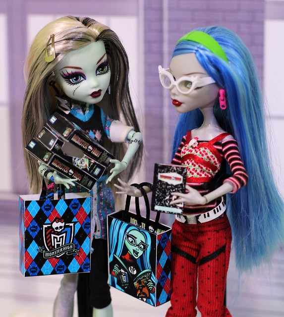 Frankie and Ghoulia at the Con