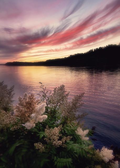 Fin du jour le long de la rivière Saguenay