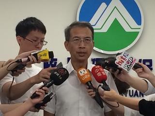 環保署空保處副處長謝炳輝說明空品標準修正原則。攝影:周妤靜。