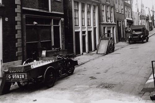 De motorbakfiets van de melkboer & Ford
