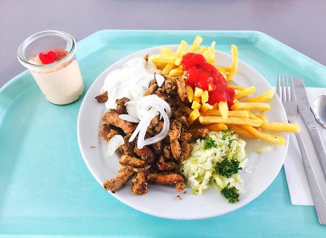 Gyros with fresh onion, cole slaw, tzatziki & french fries / Gyros mit mit frischen Zwiebeln, Tatziki, Krautsalat & Pommes Frites