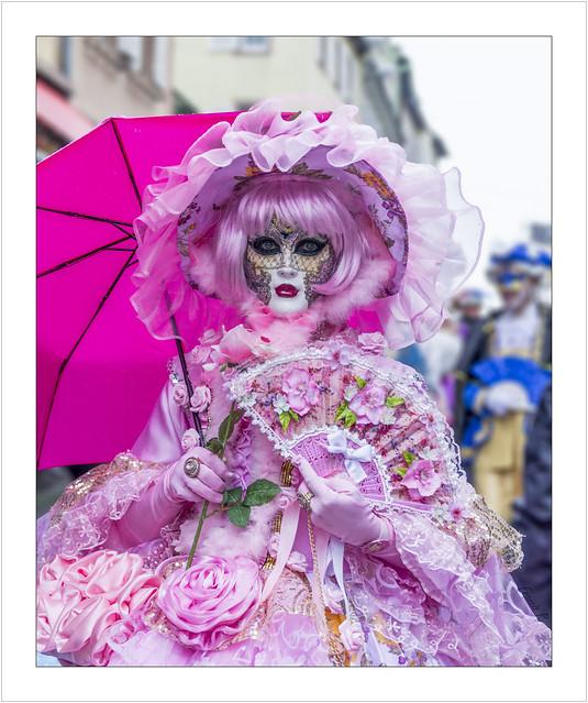 Une poupée rose (A pink doll)