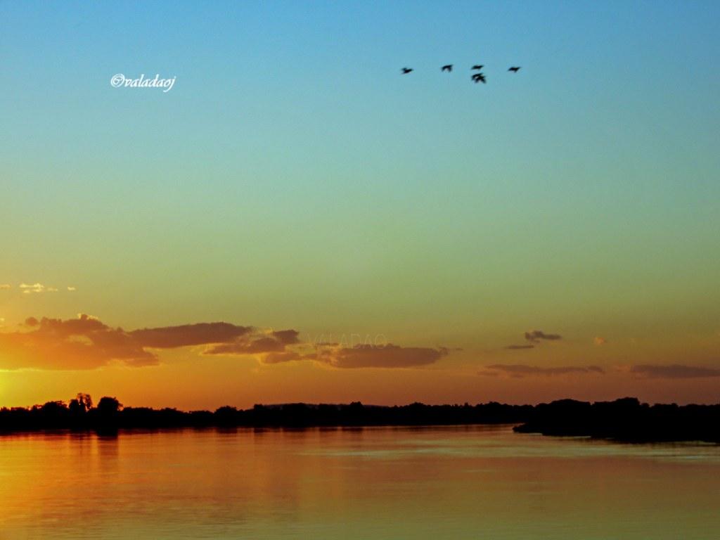 Poente no Rio Paraguai -  Patanal, Cáceres MT - Brasil