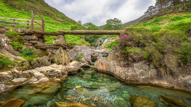 Watkin Path Waterfalls [Explored]