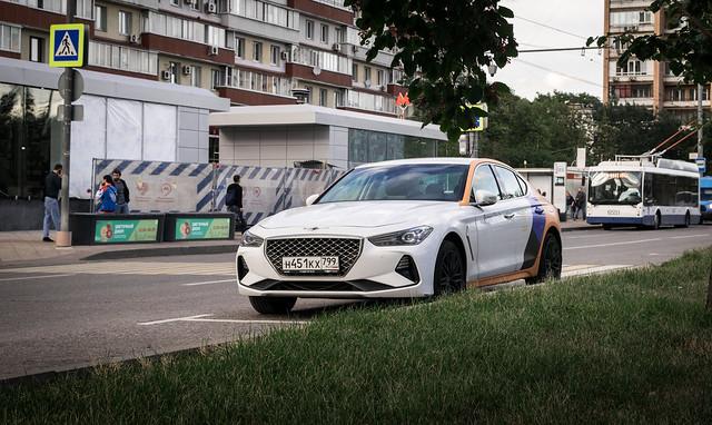 Yandex Drive carsharing Genesis G70