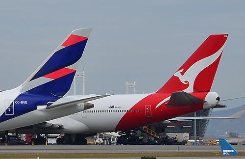LATAM B787-9 y Qantas B747-400 (Maurice Becker)