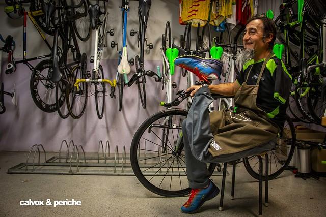 A veure qui és capaç de treure'm sencer a la foto :) - Retrat ciclista a Juanjo Méndez 'el Cojo Cabrón'