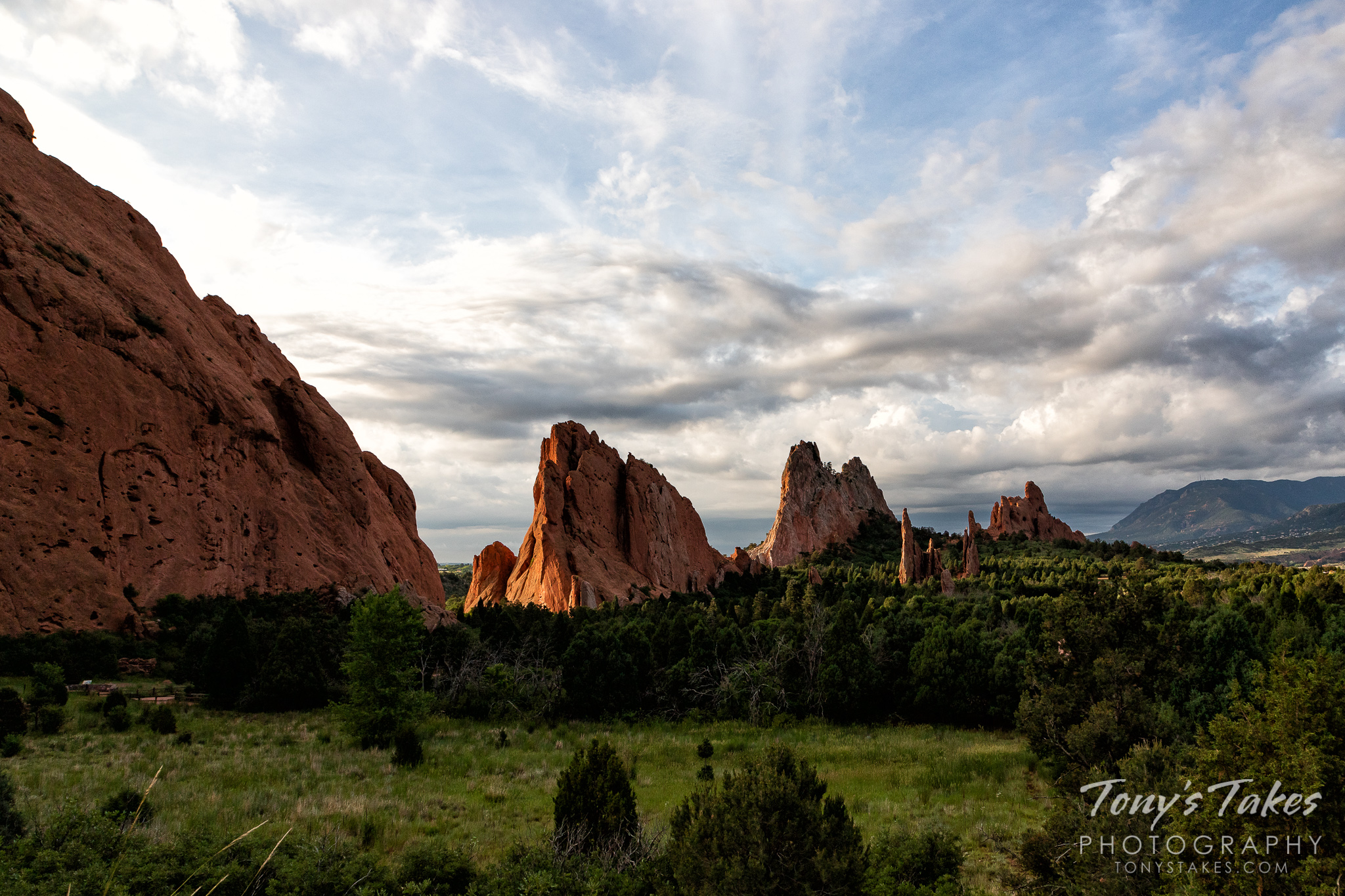 A beautiful morning at the Garden of the Gods in Colorado Springs. (© Tony's Takes)