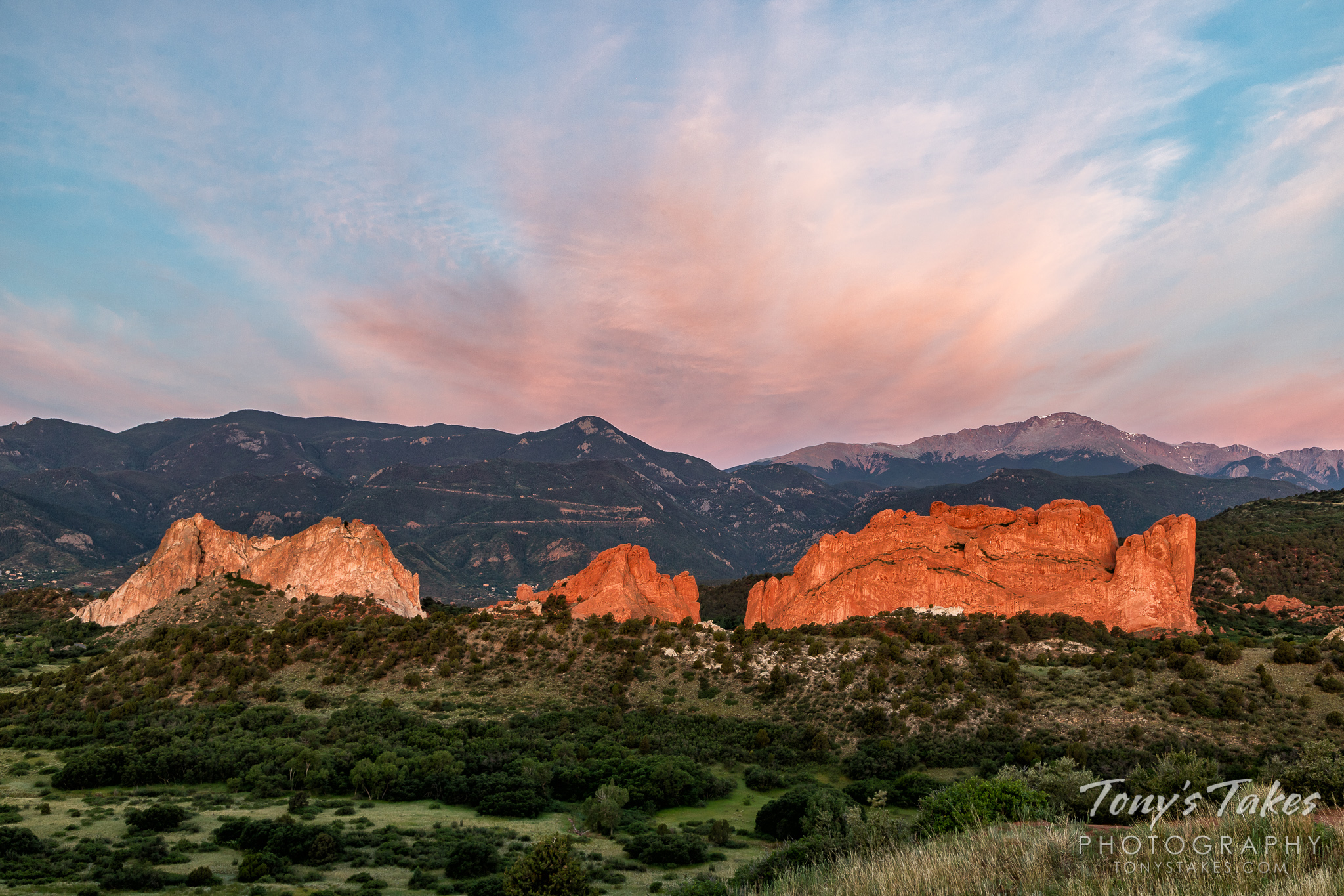 The Garden of the Gods and Pikes Peak are illuminated by the rising sun. (© Tony's Takes)