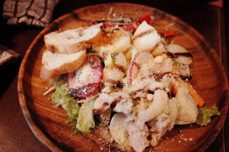 池袋西口CARTAゆで鶏と10品目の野菜のサラダボウル