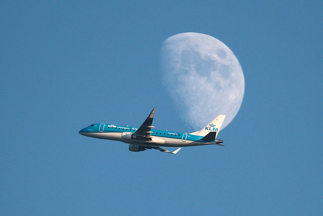PH-EXP E170 KLM Cityhopper mooncrossing - AMS airport  11 Jul 2019