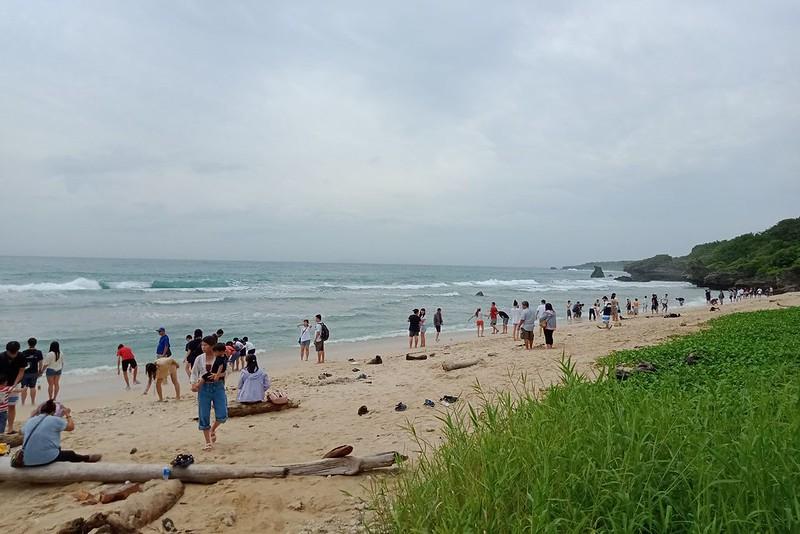 小琉球自然人文生態景觀區劃設後,只有兩個潮間帶進行管制,其他三處遊客可任意進入。圖片提供:陳劍涵