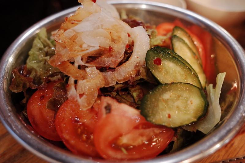 池袋川越街道大阪炭火ホルモン焼きまるかん韓国風サラダ