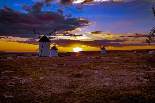 Sunset in Campo de Criptana.........,Atardecer en el Campo de Criptana...........
