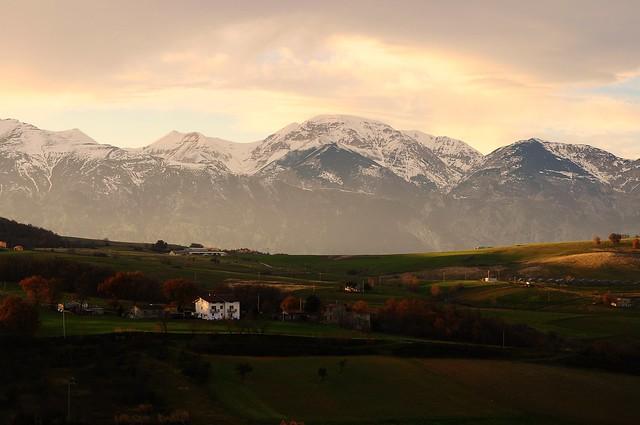 Ogni volta nella vita è come nella natura: parli con la montagna e ti risponde l'abisso. (Efim Tarlapan)