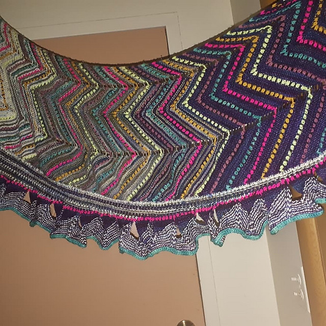 Emily (uhhspork)'s fabulous Speckle and Pop Shawl by Stephen West