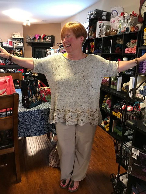 Nik looking fabulous in her Tegna by Caitlin Hunter that she knit using Bergere de France Bigarelle.