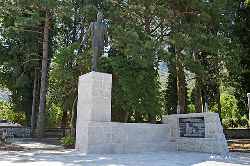 Gornja Seoca - obnovljeni spomenik palima u NOR-u