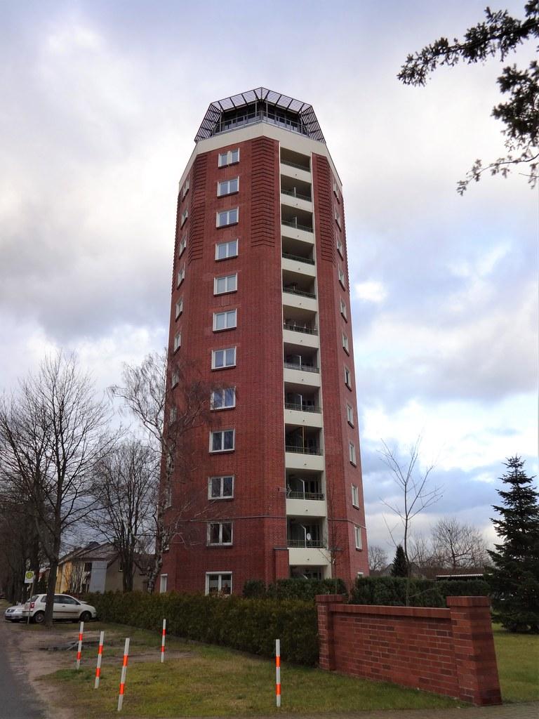 1999/2002 Fürstenwalde/Spree Umbau achteckiger Wasserturm 37mH/1.000cbm von 1930 zu Wohnanlage 12Et. mit Penthouse Turmstraße 1 in 15517