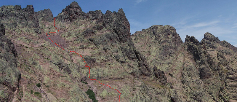 Photo du versant Est de la Grande Barrière avec l'itinéraire suivi pour la Due Sore W