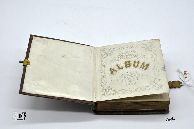 _DSC9060 Mini-album em couro com 92 ferrótipos