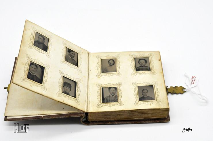 _DSC9061 Mini-album em couro com 92 ferrótipos