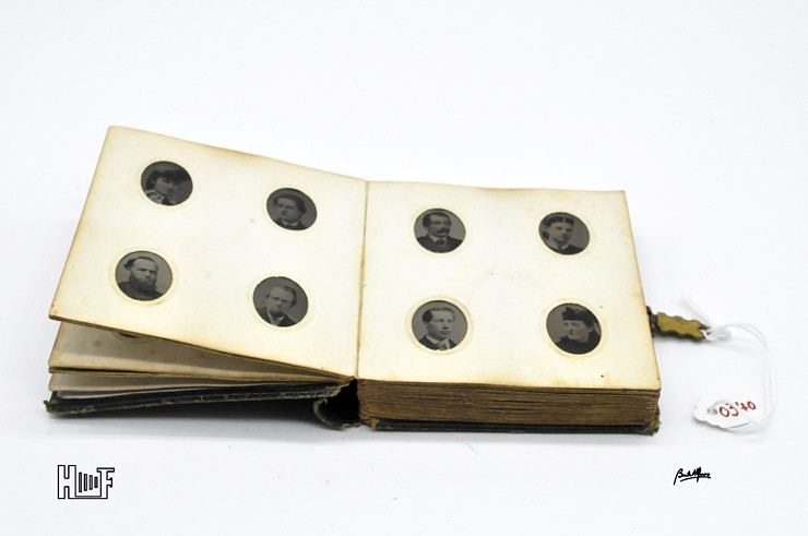 _DSC9070 Mini-album em couro com 92 ferrótipos