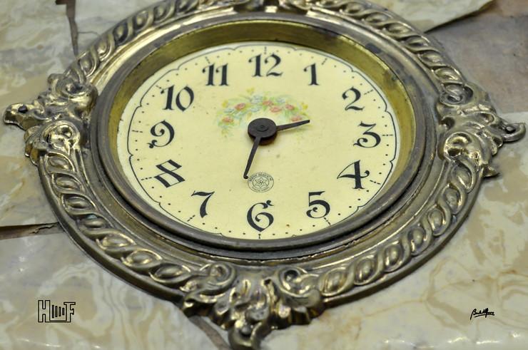 _DSC9101 Álbum de parede, com relógio, 43 Cabinets e 7 CDV's