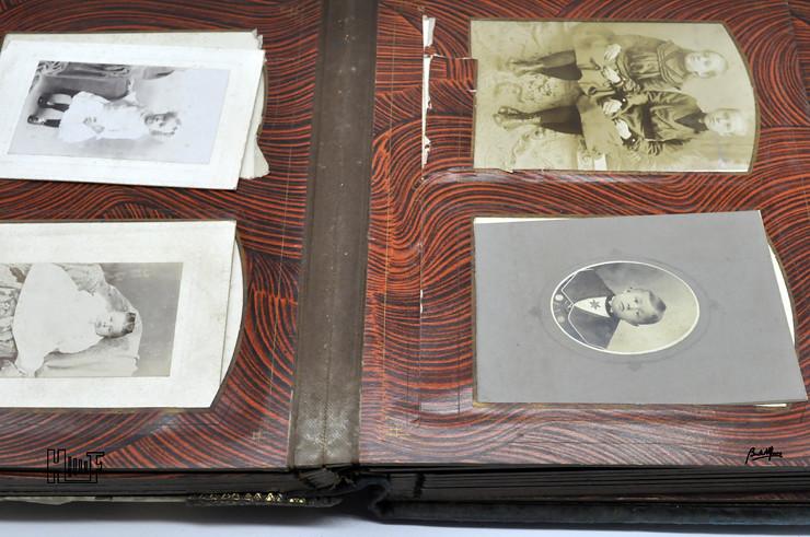 _DSC9104 Álbum de parede, com relógio, 43 Cabinets e 7 CDV's
