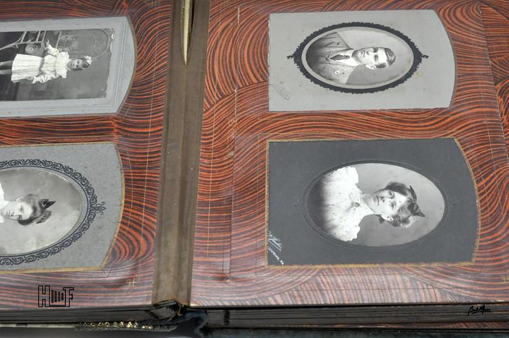 _DSC9105 Álbum de parede, com relógio, 43 Cabinets e 7 CDV's