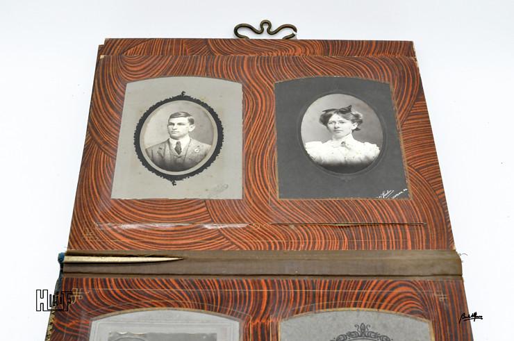 _DSC9107 Álbum de parede, com relógio, 43 Cabinets e 7 CDV's