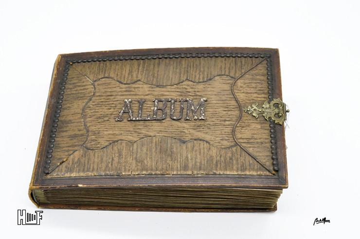 _DSC9089 Album em couro com relevos em madeira e 40 CDV's