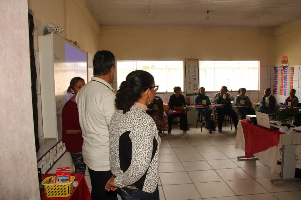 Prefeito de Alcobaça, Léo Brito, explicando a importância do programa de empreendedores na vida dos alcobacenses (4)