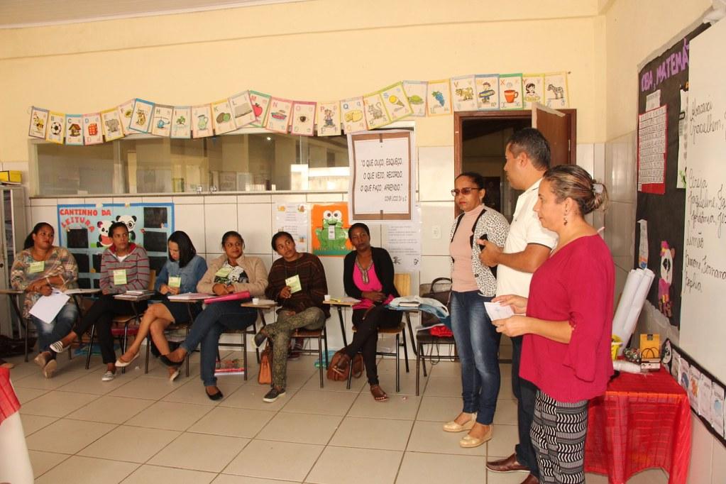Prefeito de Alcobaça, Léo Brito, explicando a importância do programa de empreendedores na vida dos alcobacenses (1)