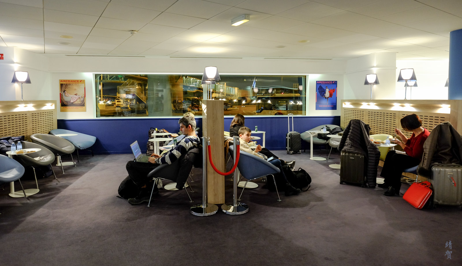 Lounge partition
