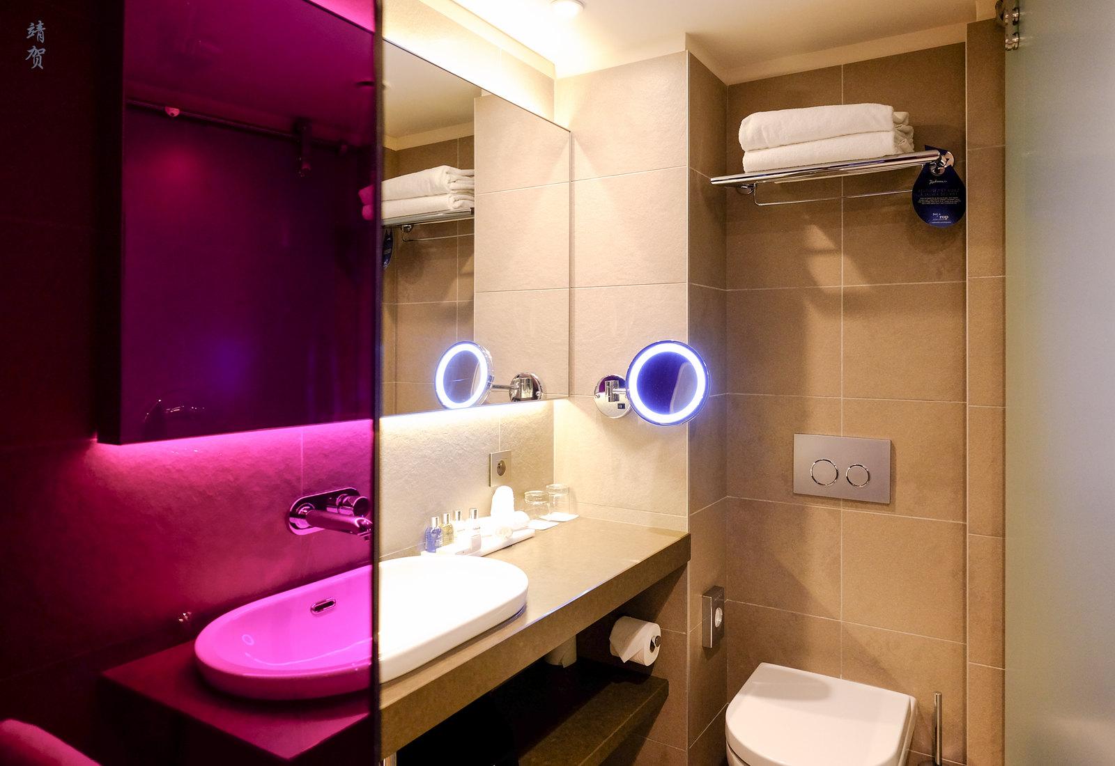 Panoramic room bathroom