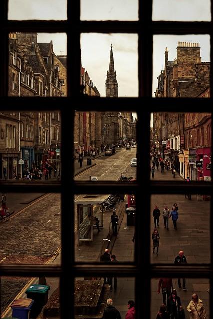Edinburgh / View through the window John Knox's House