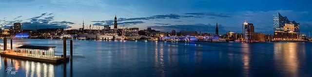 Hamburg Reflections (Sony FE 4/16-35, Panorama)