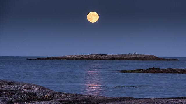 Full Moon over Boön