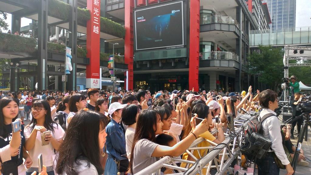 免廢音樂節曙光祭於信義區香堤大道登場,吸引許多民眾參加「免廢」音樂節。孫文臨攝