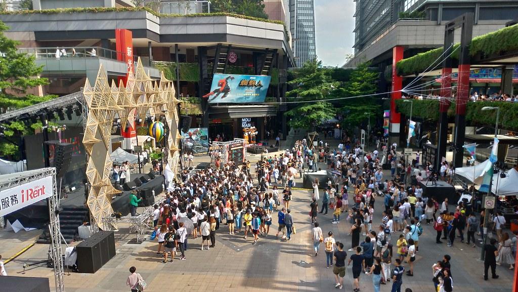 曙光音樂祭於信義區香堤大道登場,吸引許多民眾參加「免廢」音樂節。孫文臨攝
