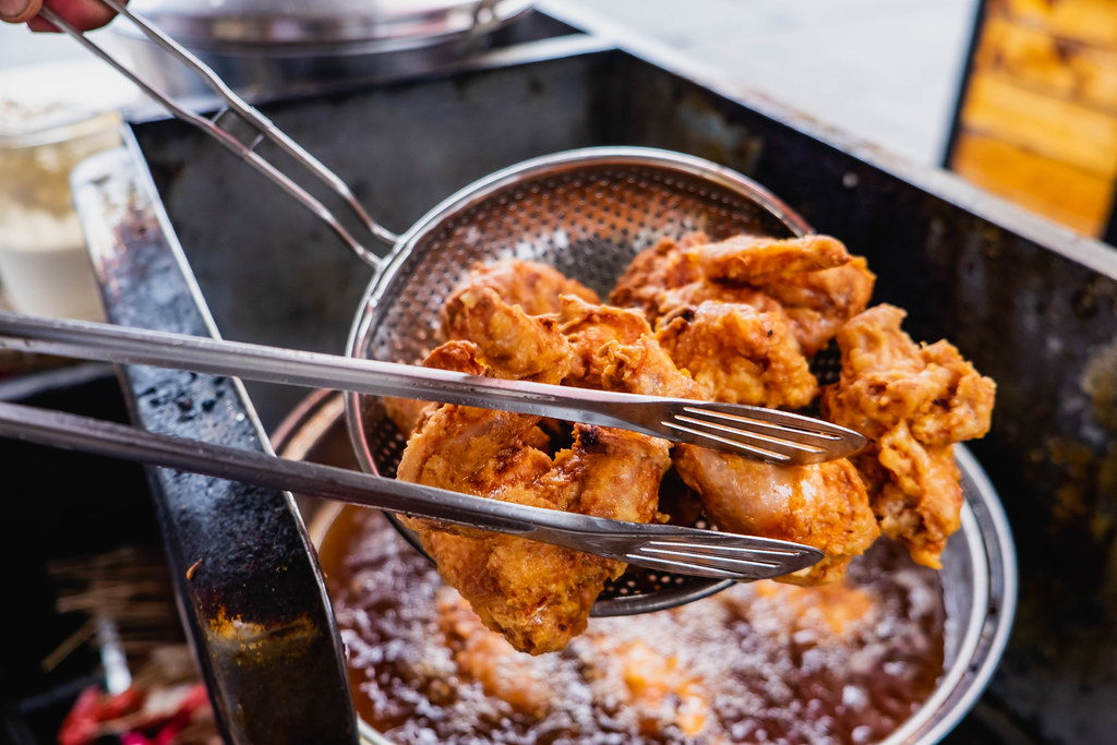 Filtering cooking oil from fried chicken