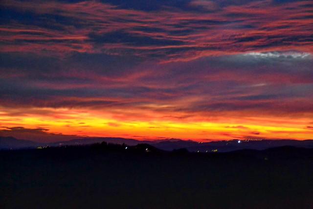 Sky on fire 🔥 . . . #like #follow #share #comment #subscribe #castelnuovodellabate #montalcino #borghettomontalcino #tuscany #tuscanygram #italy #italy #italia #santantimo #valdorcia #travel #travelblogger #travelphotography #travelgram #travelling #