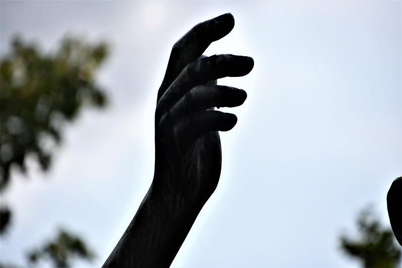 Kantonsschule statue 13.07 (1)