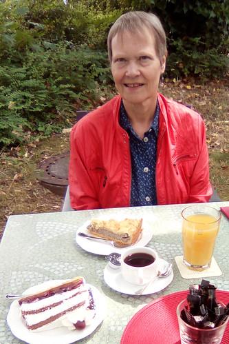Juli 2019 ... Mohnkuchen und Schwarzwälder Kirschtorte, Kurhaus-Café Bad Wörishofen ... Foto: HE